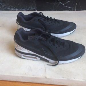 Men's 11 Black Nike Air Max sneakers used